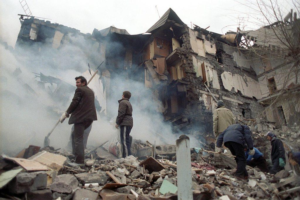 სომხეთის ქალაქ სპიტაკში მიწისძვრის დროს დაღუპულებს დღეს საქართველოშიც იხსენებენ