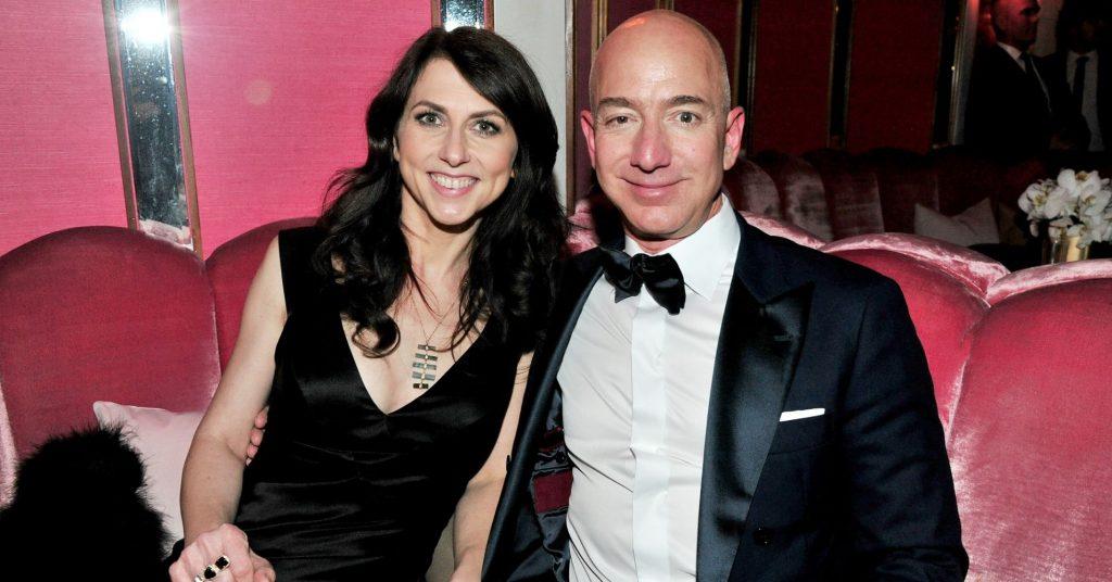 """Bloomberg -კომპანია """"ამაზონის"""" დამფუძნებლის ცოლი განქორწინების შემდეგ სავარაუდოდ 69 მილიარდ დოლარს მიიღებს"""