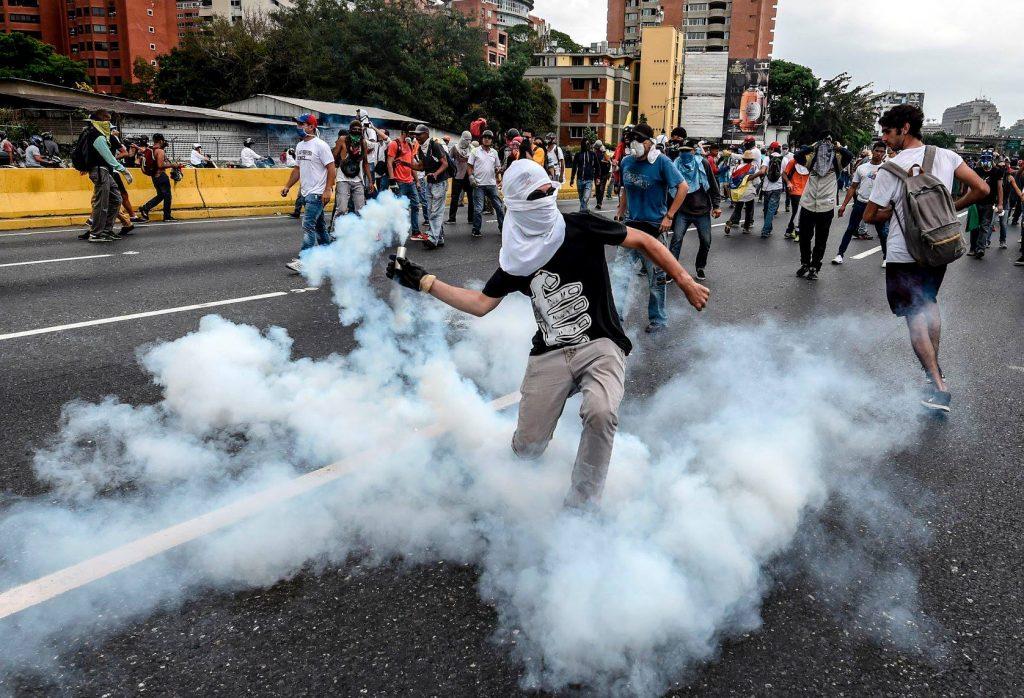 ვენესუელაში ნიკოლას მადუროს წინააღმდეგ გამართულ დემონსტრაციაზე შეტაკება მოხდა