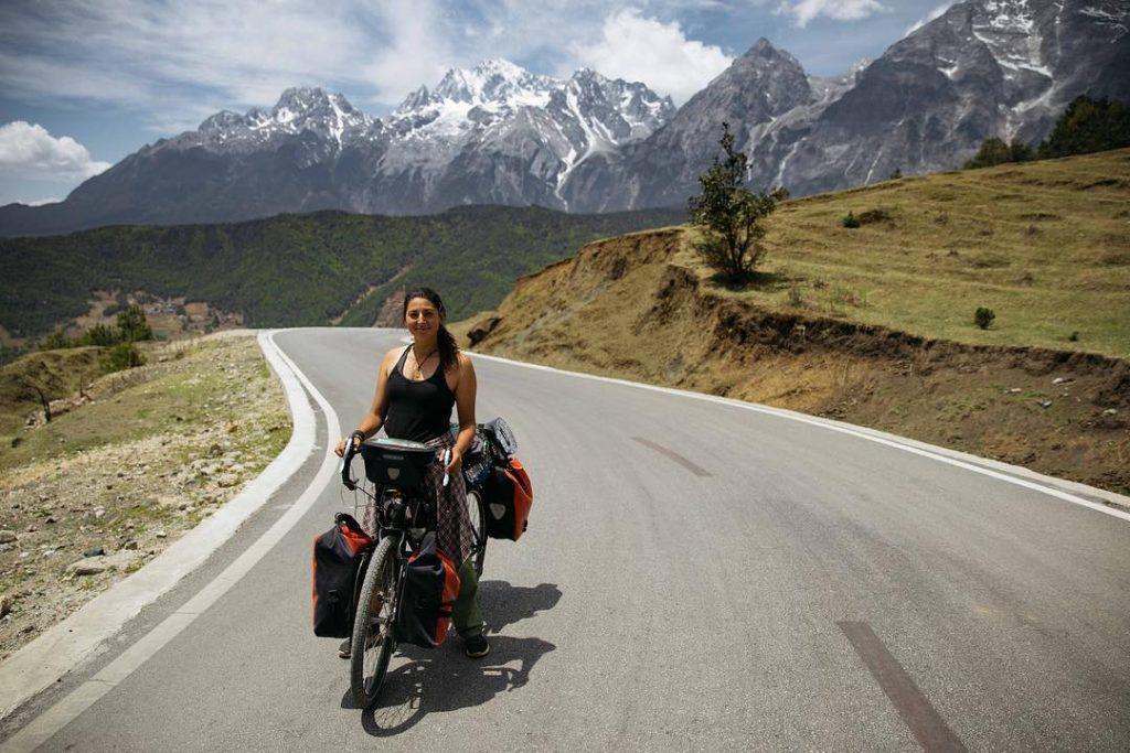 """""""ქართულმა პოლიციამ მოლოდინს გადააჭარბა"""" - ტურისტებს თბილისში მოპარული ველოსიპედები დაუბრუნეს"""