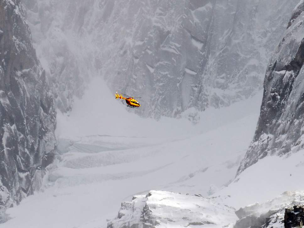 На юге Италии столкнулись туристический самолет малых размеров и вертолет