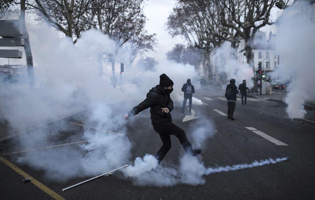 საფრანგეთში ყვითელჟილეტიანების აქცია კვლავშეტაკებებით დასრულდა