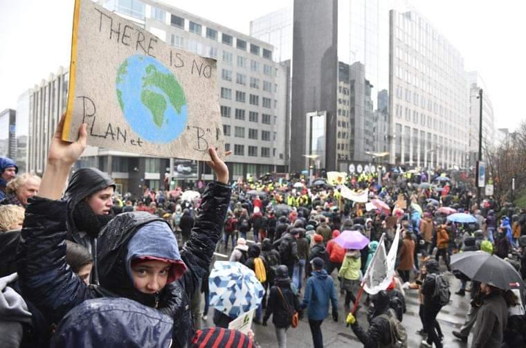კლიმატური ცვლილებების წინააღმდეგ ბრიუსელში ათასობით ადამიანმა მსვლელობა გამართა