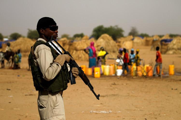 ნიგერიაში შეიარაღებული პირები ორ დასახლებას თავს დაესხნენ