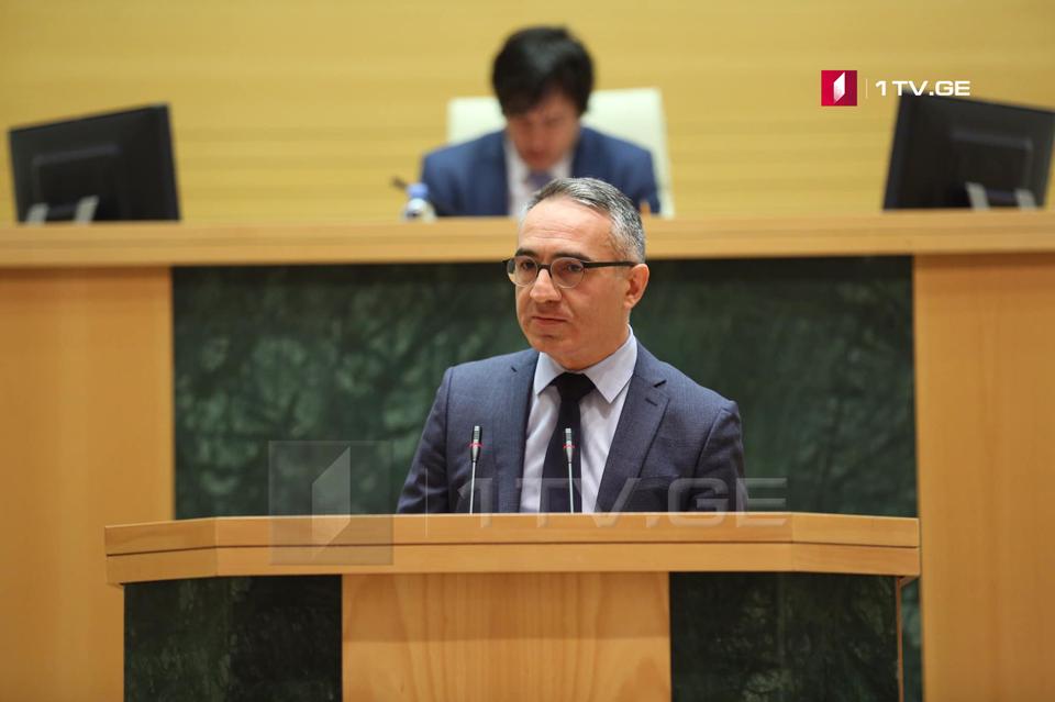 Михаил Батиашвили - В школе должно быть как можно меньше бюрократии, в первую очередь это касается педагогов