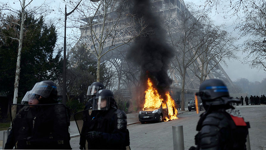 მედიის ცნობით, საფრანგეთში ყვითელჟილეტიანების აქციებში 50 ათასზე მეტმა ადამიანმა მიიღო მონაწილეობა