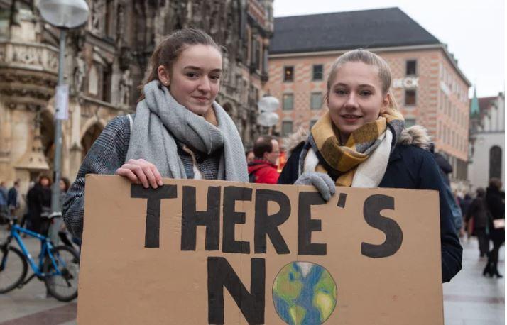 """""""პიუ რისერჩ ცენტრის"""" გამოკითხულთა უმრავლესობა მთავარ საფრთხედ კლიმატურ ცვლილებებს მიიჩნევს"""