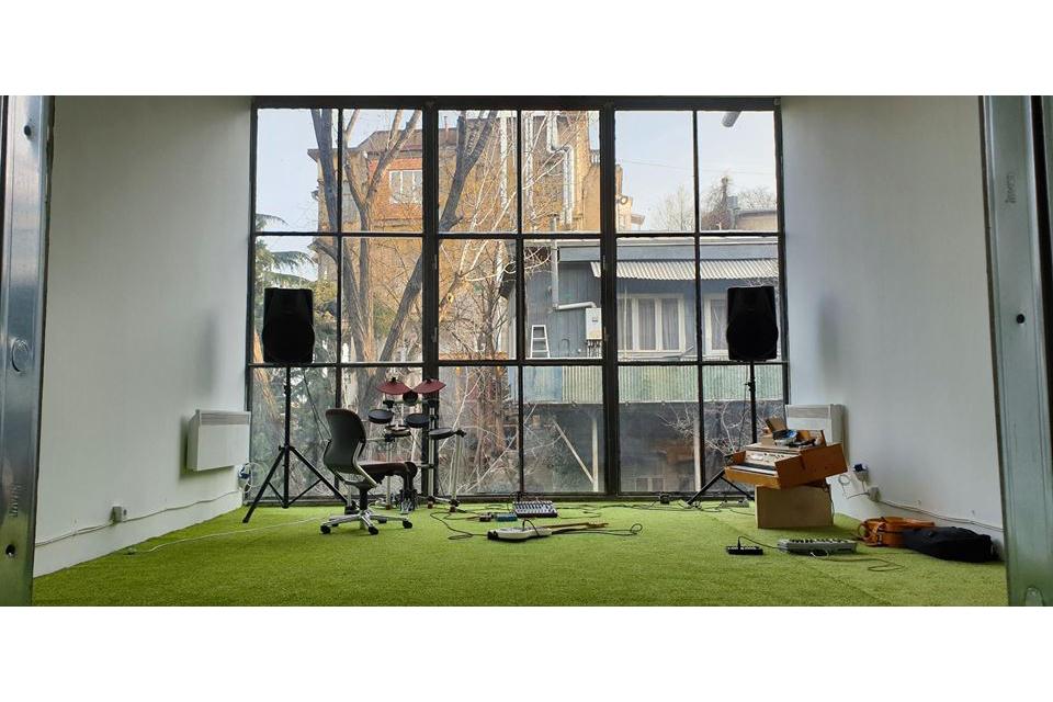 პიკის საათი - თბილისში ხმოვანი ხელოვნების ლაბორატორია იხსნება