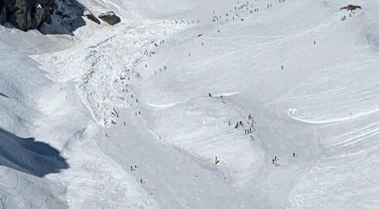 შვეიცარიაში ზვავის ჩამოწოლის დროს თოვლის მასაში 12-მდე ადამიანი მოყვა