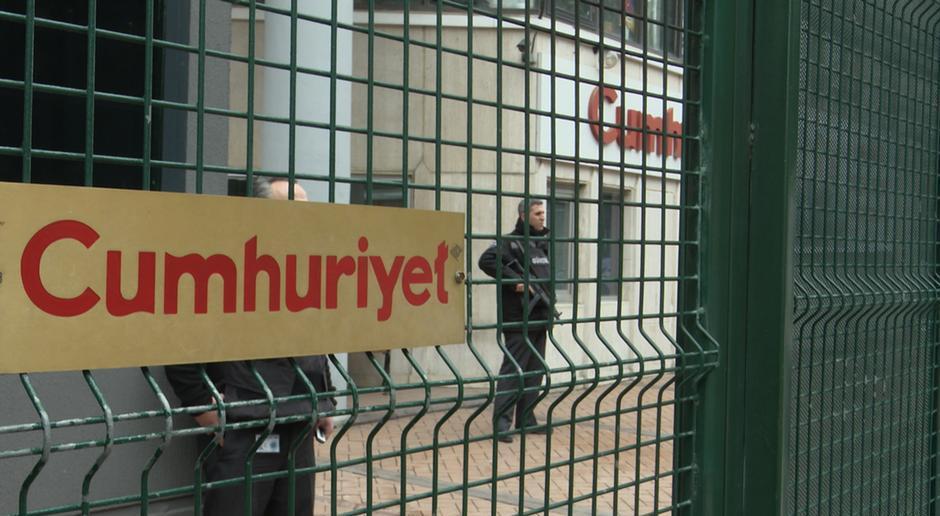 """თურქეთის სააპელაციო სასამართლომ გაზეთ """"ჯუმჰურიეთის"""" ჟურნალისტების წინააღმდეგ განაჩენიძალაში დატოვა"""