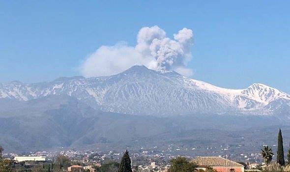 Сицилийыл  фæактивон ис Европæйы  сеппæтæй   бæрзонддæр  вулкан Этна