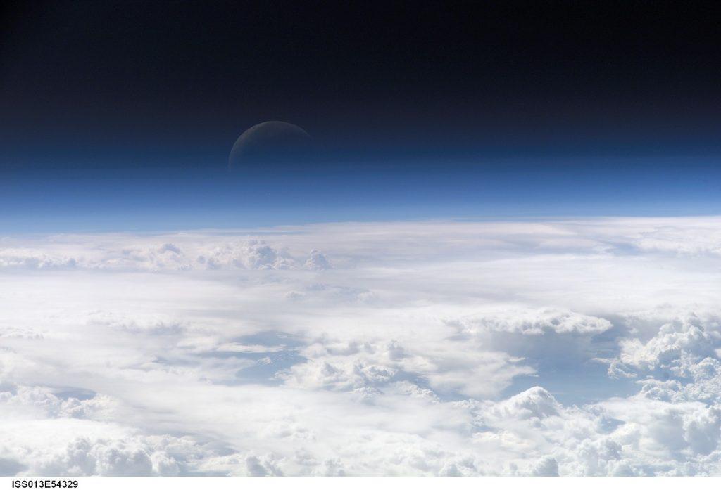 დედამიწის ატმოსფერო მოსალოდნელზე უფრო დიდი აღმოჩნდა - საზღვარი მთვარესაც სცდება