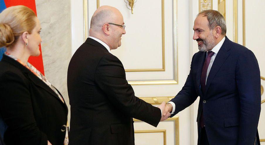 Լևան Իզորիան Հայաստանում հանդիպել է Նիկոլ Փաշինյանին