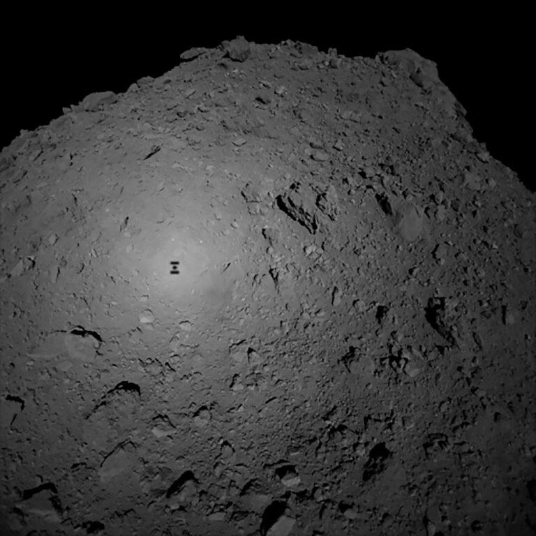 """იაპონიის ხომალდი """"ჰაიაბუსა2"""" შორეულ ასტეროიდზე წარმატებით დაჯდა"""