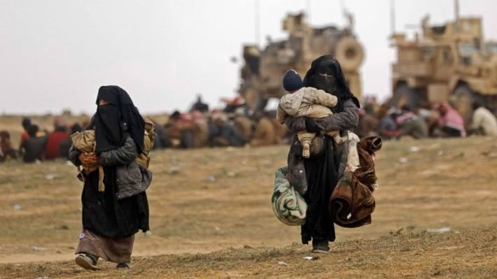 """სირიაში, """"ისლამური სახელმწიფოს"""" კონტროლირებული სოფლიდან მოქალაქეების ბოლო ჯგუფი გამოვიდა"""