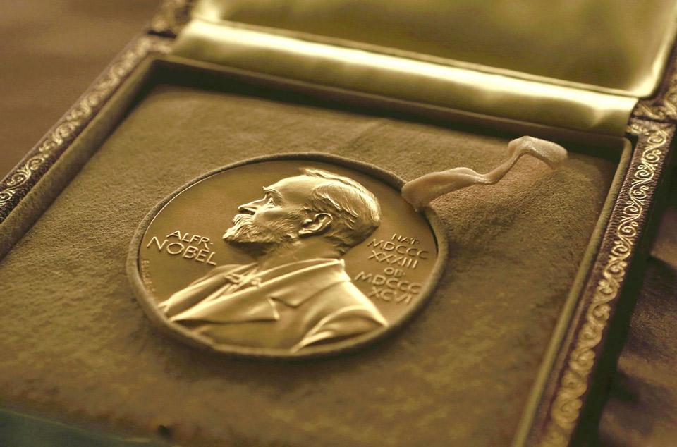 ლიტერატურის დარგში 2018 წლის ნობელიანტი პრემიას 2019 წლის გამარჯვებულთან ერთად მიიღებს