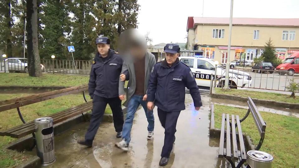 პოლიციამ ქობულეთში საცხოვრებელი სახლების გაქურდვისა და ძარცვის ფაქტები გახსნა