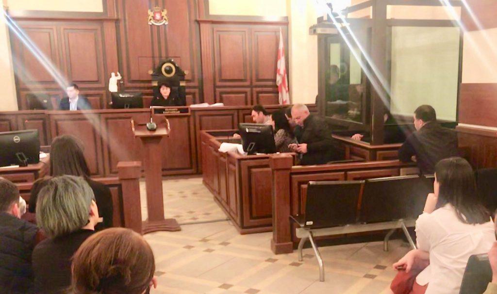ბადრი პატარკაციშვილის მკვლელობის მომზადების საქმის განხილვა სასამართლოში მტკიცებულებათა დასაშვებობის საკითხზე მსჯელობით გრძელდება