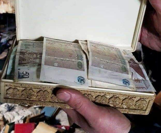 Во время пожара в Тбилиси пожарные-спасатели обнаружили деньги, спрятанные в шкатулке