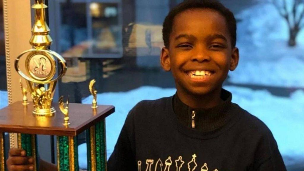 რვა წლის უსახლკარო ლტოლვილი ჭადრაკში ნიუ იორკის ჩემპიონი გახდა