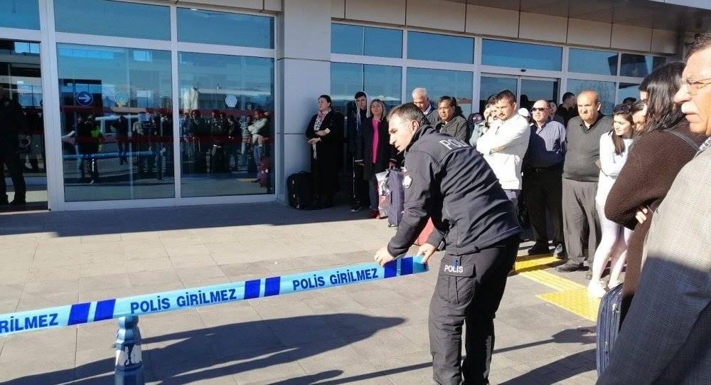 В Турции представитель службы безопасности аэропорта открыл огонь по сотруднику
