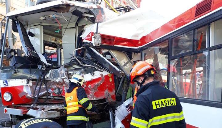 Çexiyada tramvay və trolleybusun toqquşması nəticəsində 40 nəfər xəsarət aldı