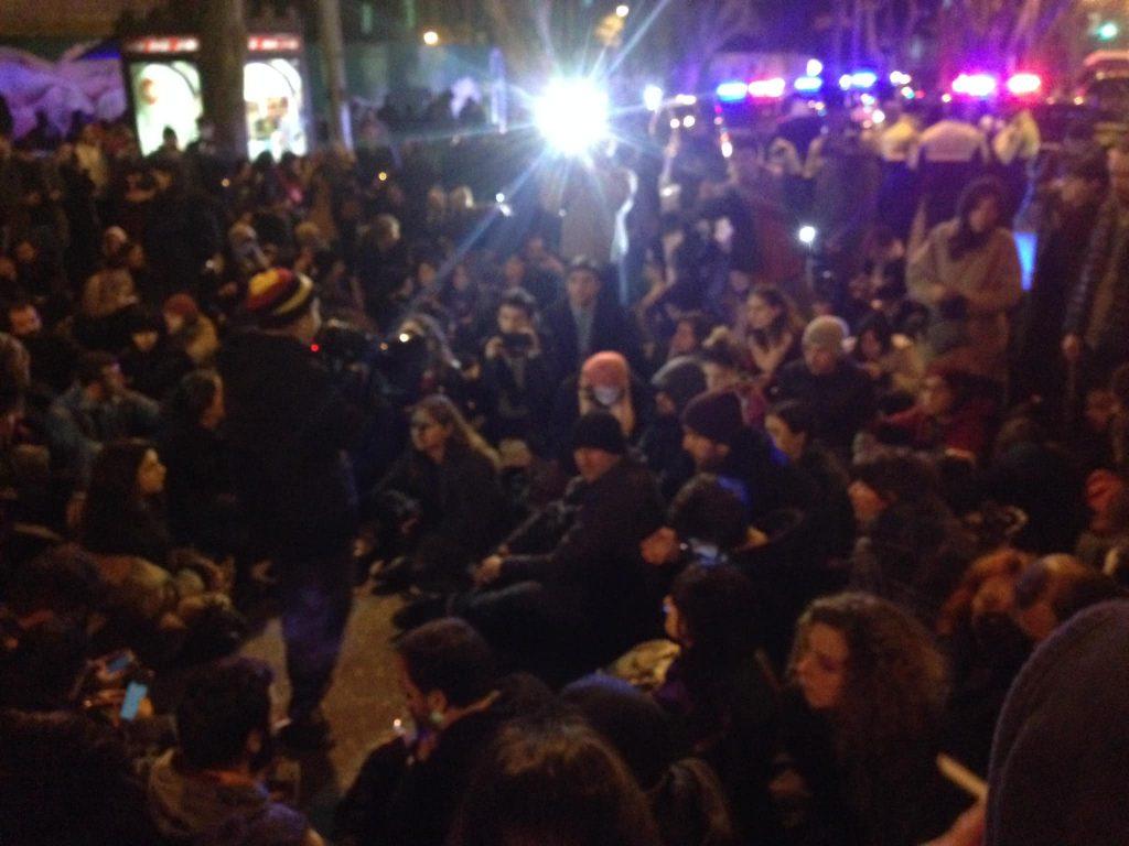 რა ხდება ამ წუთებში ჭავჭავაძეზე მობილიზებულია დიდი რაოდენობით პოლიცია დაკავებულია რამდენიმე ადამიანი