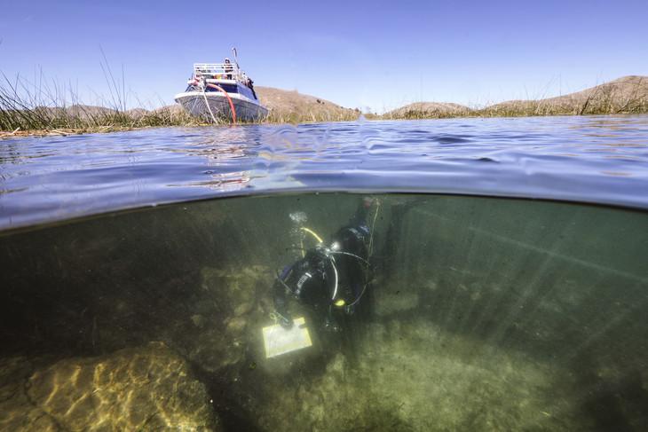 ტიტიკაკას ტბაში ინკებზე უფრო ძველი, იდუმალი ცივილიზაციის სარიტუალო ნივთები აღმოაჩინეს