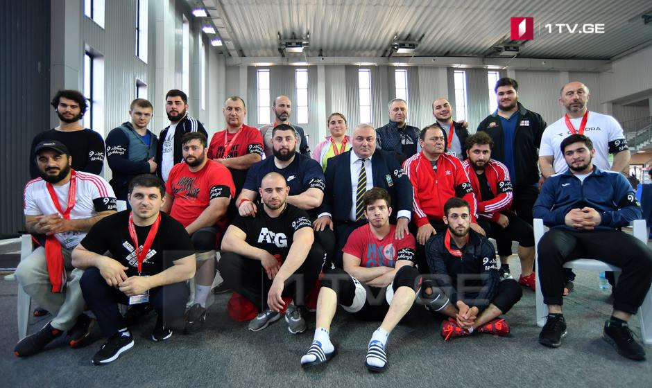 We Remember April 9 Arm Badges At European Weightlifting Championship Photo Story