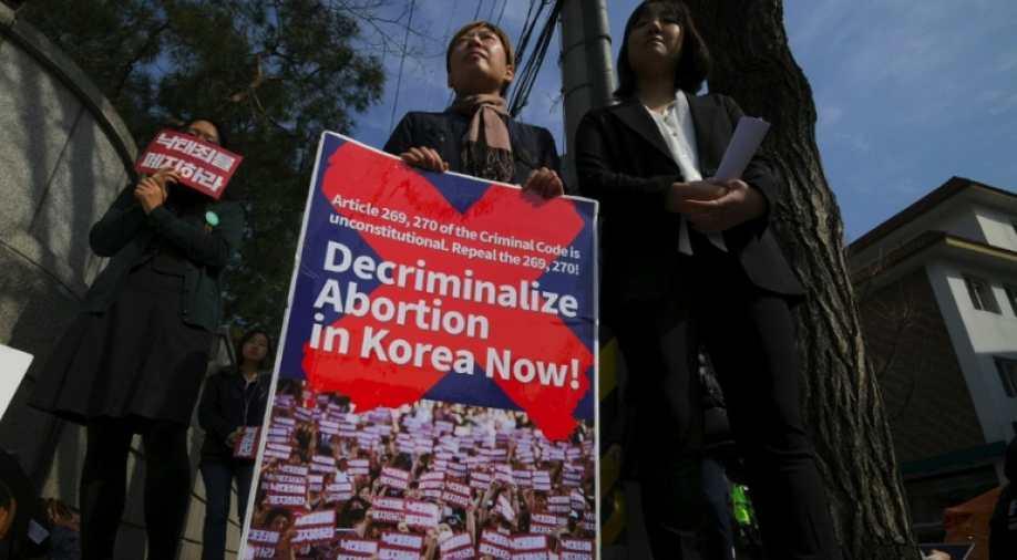 სამხრეთ კორეის საკონსტიტუციო სასამართლომ აბორტის აკრძალვაზე კანონი არაკონსტიტუციურად მიიჩნია