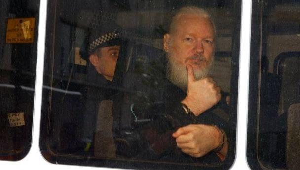 ბრიტანეთის პოლიციამ ჯულიან ასანჟს ბრალი წაუყენა