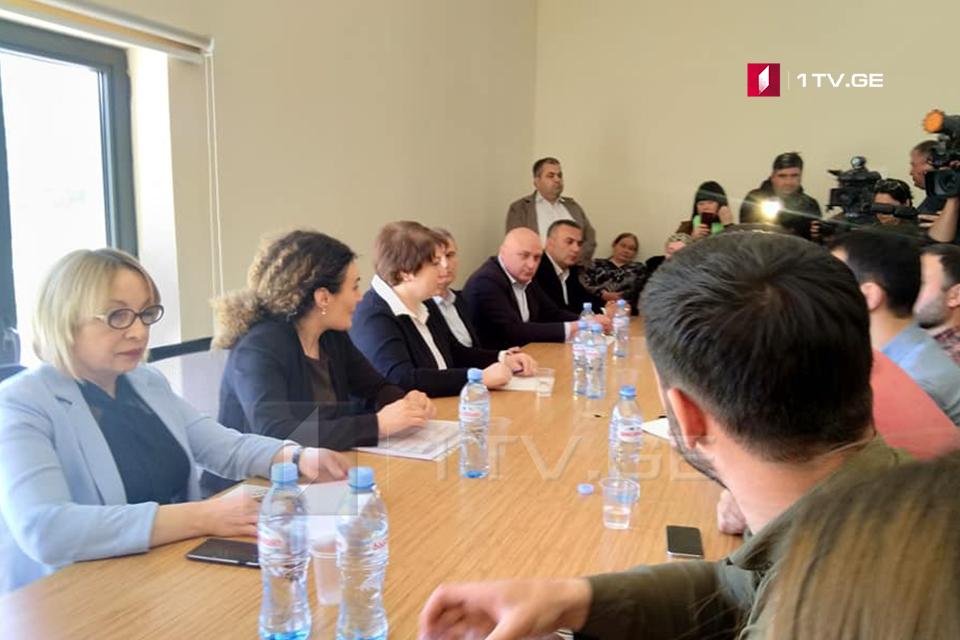 Майя Цкитишвили и Кетеван Цихелашвили встретились с молодыми людьми в Общественном центре Панкисского ущелья