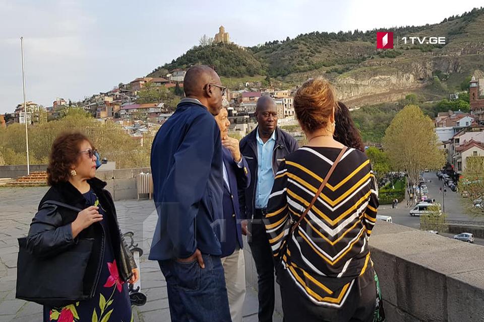 გაერო-სთან აკრედიტებულმა ელჩებმა, თბილისში კულტურული ტურის ფარგლებში,მეტეხისა და სამების ტაძრები დაათვალიერეს