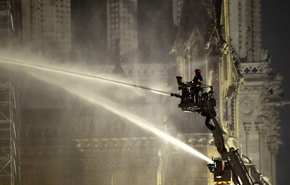 Fire at Notre Dame Cathedral put under control (Photo)