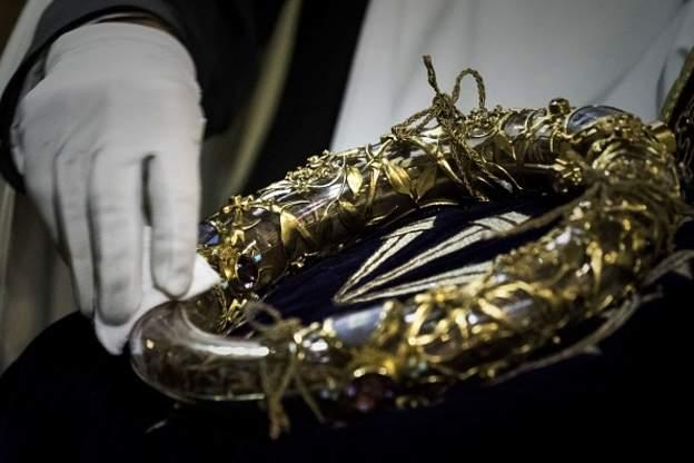 Parisin Kafedral Məbədinin rektoru - əsas relikviyalar yanğından xilas olunub