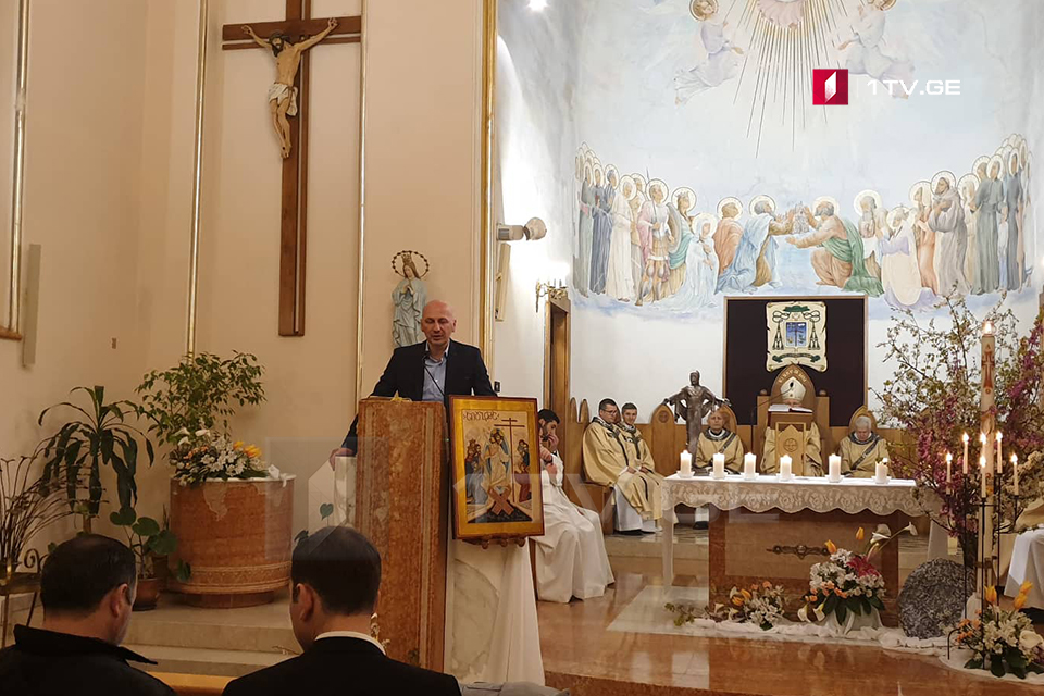 ზაზა ვაშაყმაძე კათოლიკურ კათედრალურ ტაძარში ღვთისმსახურებას დაესწრო და მორწმუნეებს აღდგომა მიულოცა