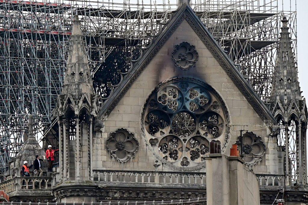 ფრანგმა კრიმინალისტებმა და გამომძიებლებმა პარიზის ღვთისმშობლის ტაძრის დათვალიერება დაიწყეს