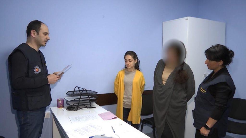 Украинка, которая привезла в Грузию 10 детей, задержана по обвинению в торговле несовершеннолетними
