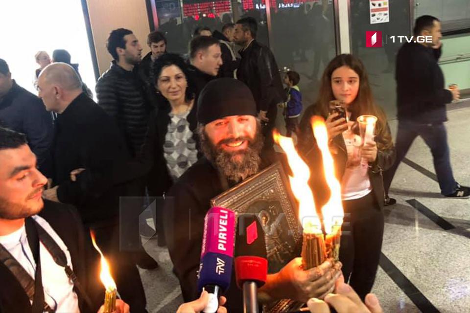 Благодатный огонь уже в Грузии [фото]