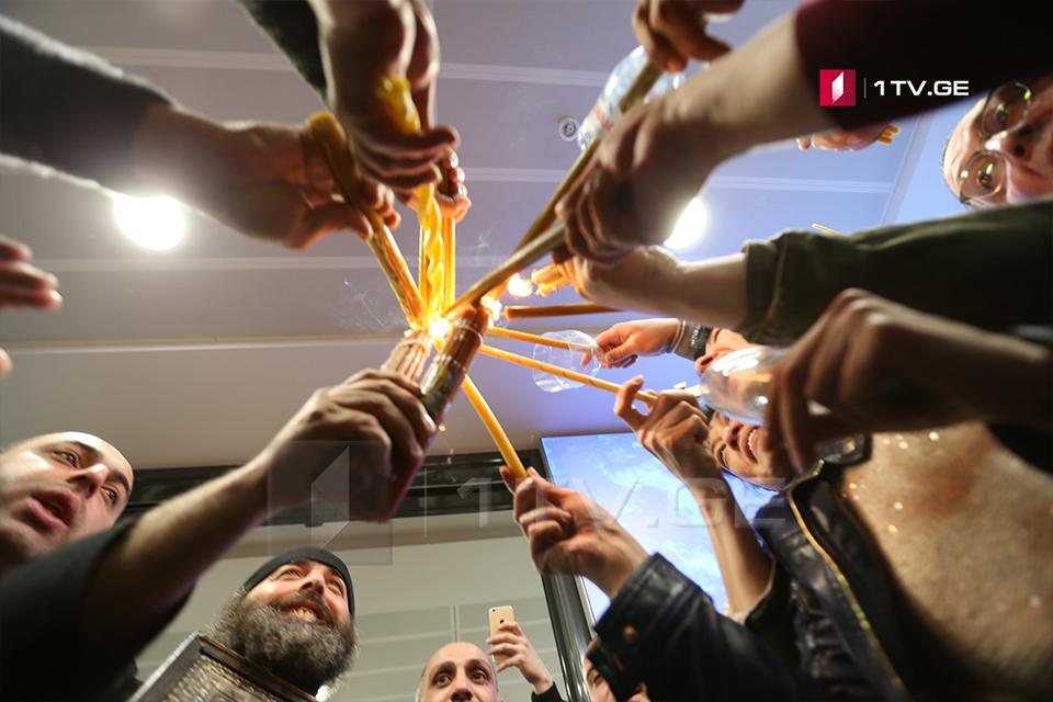 საპატრიარქო - წმინდა ცეცხლს იერუსალიმიდან თბილისის აეროპორტში 20:30 საათზე ჩამოაბრძანებენ, საპატრიარქოდან შესაძლებელი იქნება მისი განაწილება სხვადასხვა ეპარქიებში