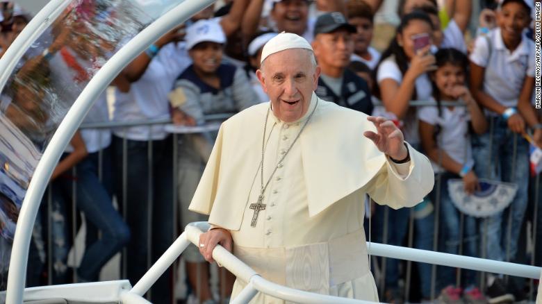 Папа Римский перечислил 500 000 долларов на оказание помощи мигрантам, скопившимся на границе Мексики и США