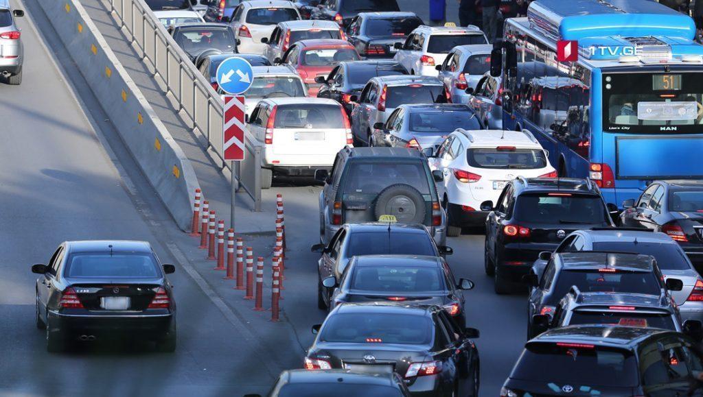 გარემოს დაცვის კომიტეტი - სამთავრობო დონეზე ტრანსპორტის რაოდენობა უნდა შემცირდეს და სახელმწიფო მოხელეებმა საზოგადოებრივი ტრანსპორტის გამოყენება დაიწყონ