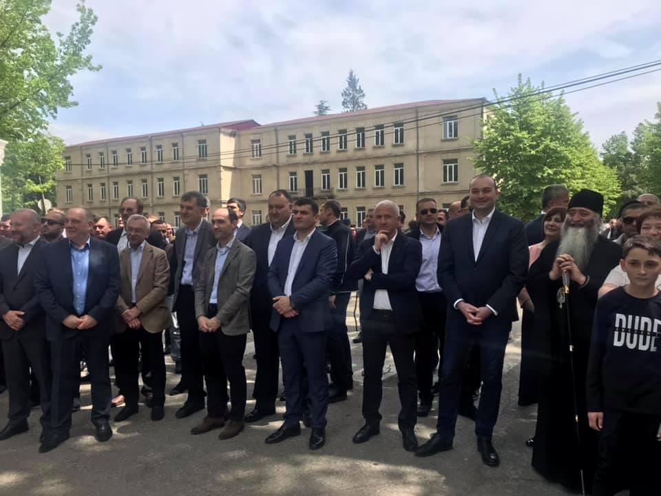 Премьер-министр Грузии пристутствует на народном празднике в Хони