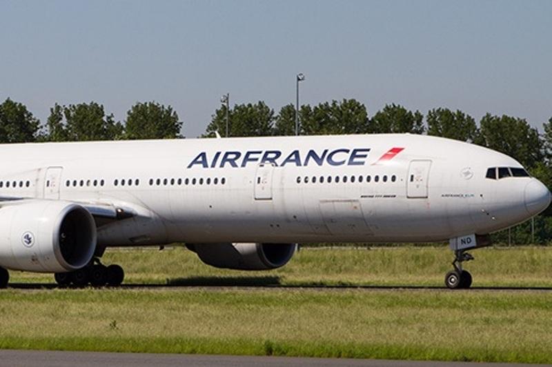 """""""ეარ ფრანსის"""" თვითმფრინავი, რომელიც პარიზიდან მუმბაიში მიფრინავდა, ტექნიკური პრობლემის გამო ირანში დაეშვა"""