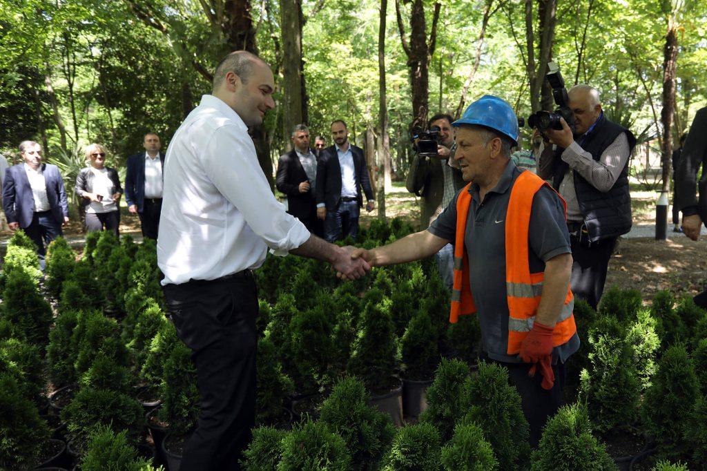 პრემიერ-მინისტრი ზუგდიდის ბოტანიკური ბაღის რეაბილიტაციის პროცესს გაეცნო