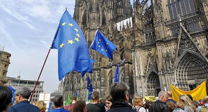 В Германии проходят многотысячные акции против национализма