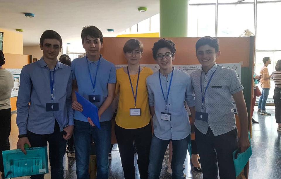 """თბილისში მოსწავლეთა და მასწავლებელთა კონფერენცია """"ოქროს რიცხვი"""" გაიმართა"""