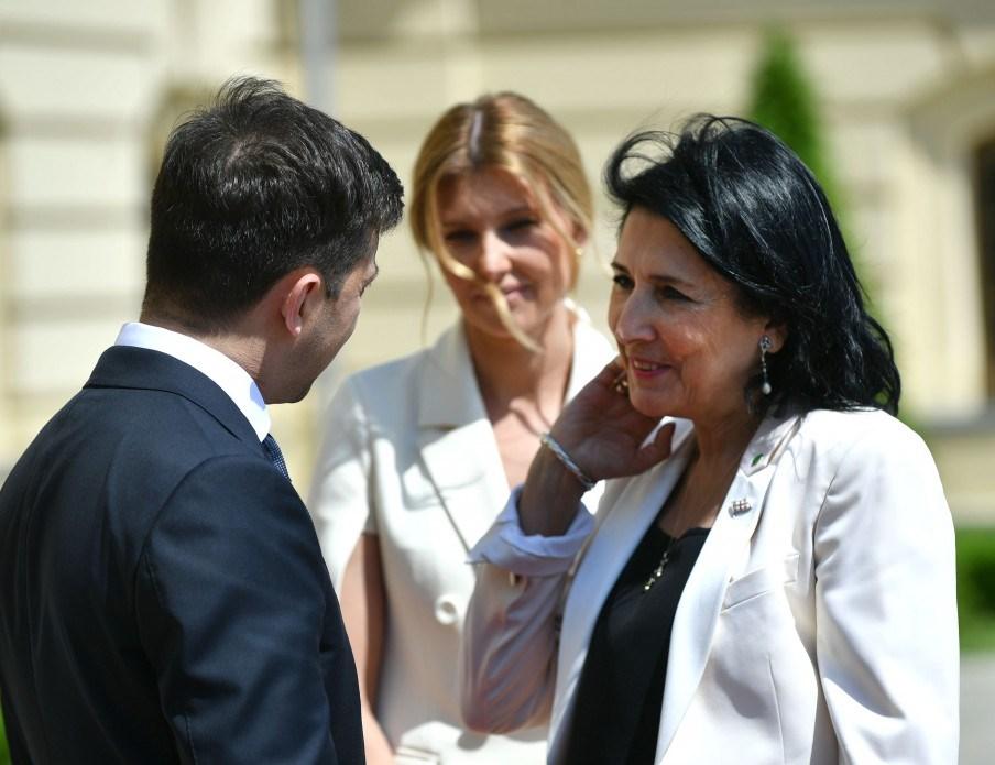 Владимир Зеленский на встрече с иностранными делегациями пообещал, что Украина будет надежным партнером