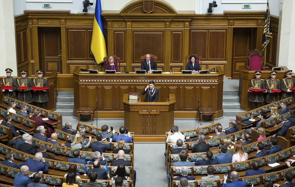 President Zelensky dismisses Ukrainian parliament