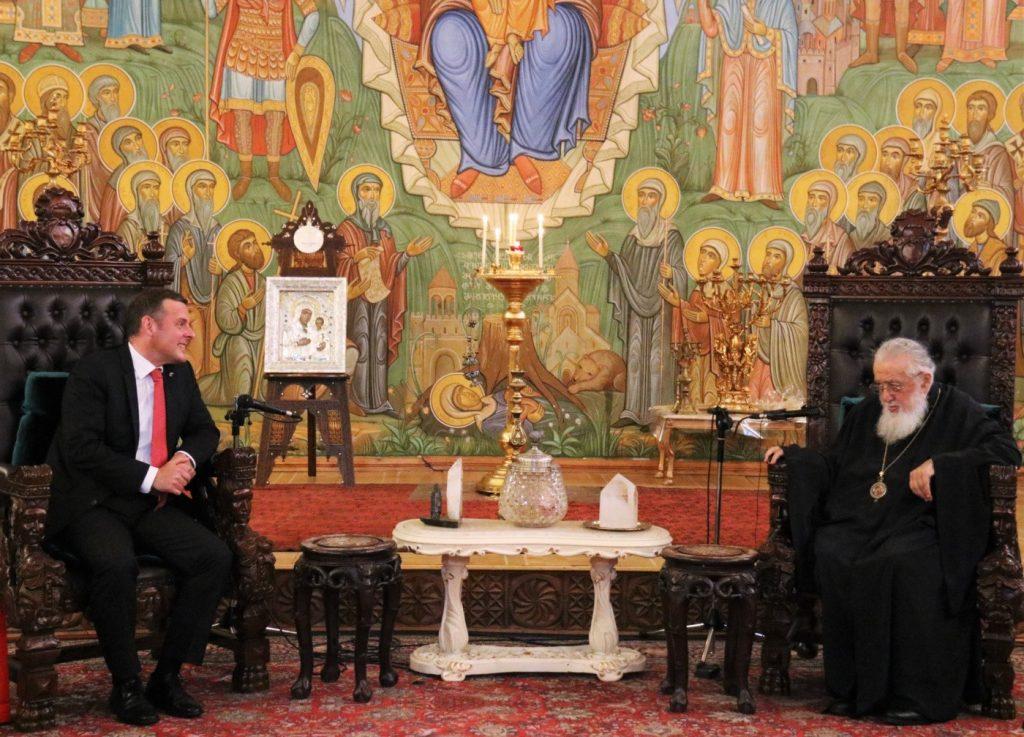 На встрече с послом Швейцарии Патриарх Грузии выразил желание, чтобы населению и духовным лицам позволили переходить на оккупированные территории